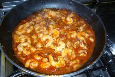 Ricetta spaghetti seppie calamari e gamberi for Cucinare seppie
